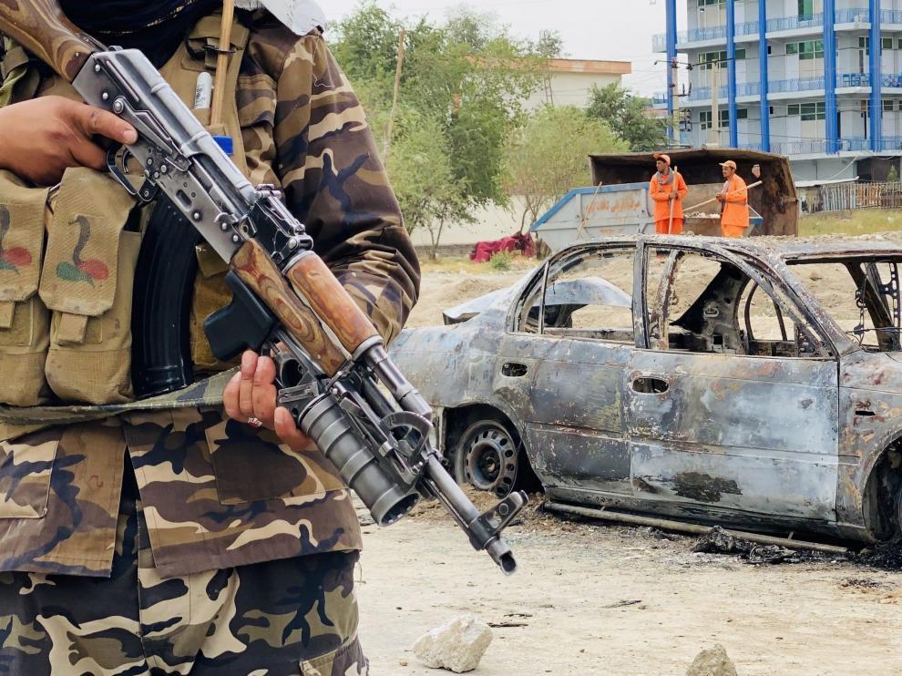 Los talibanes montan guardia en Kabul.