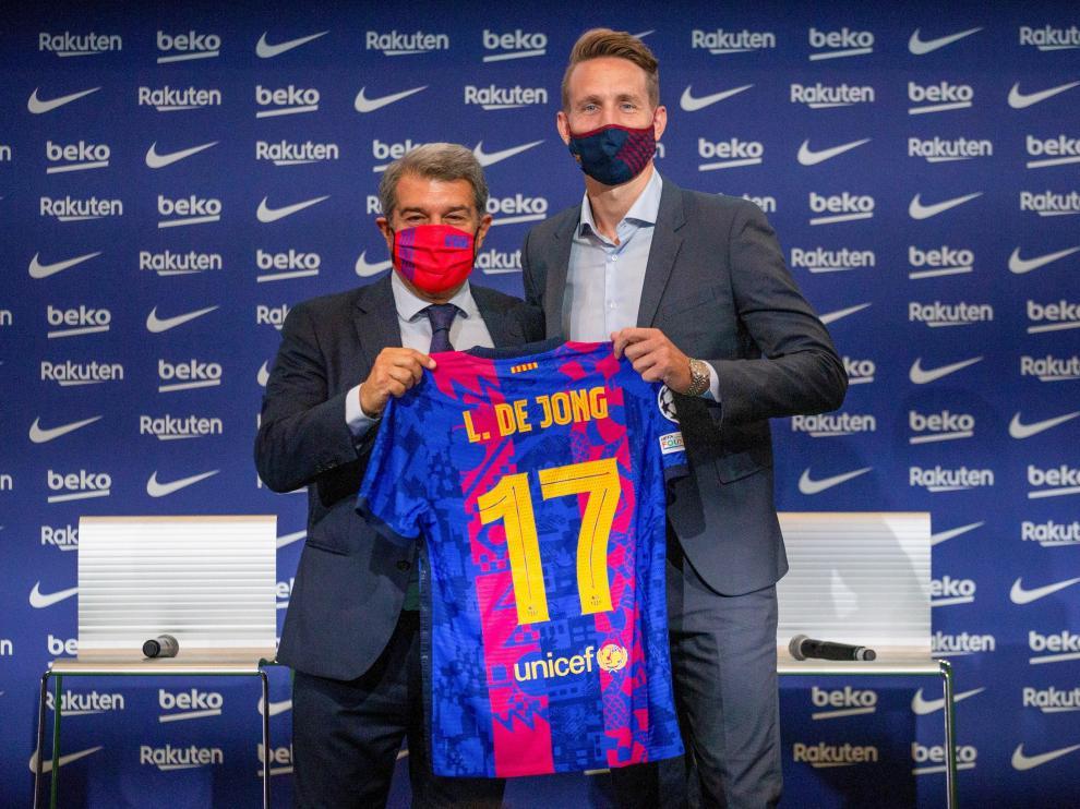 El FC Barcelona presenta a Luuk de Jong como nuevo jugador azulgrana