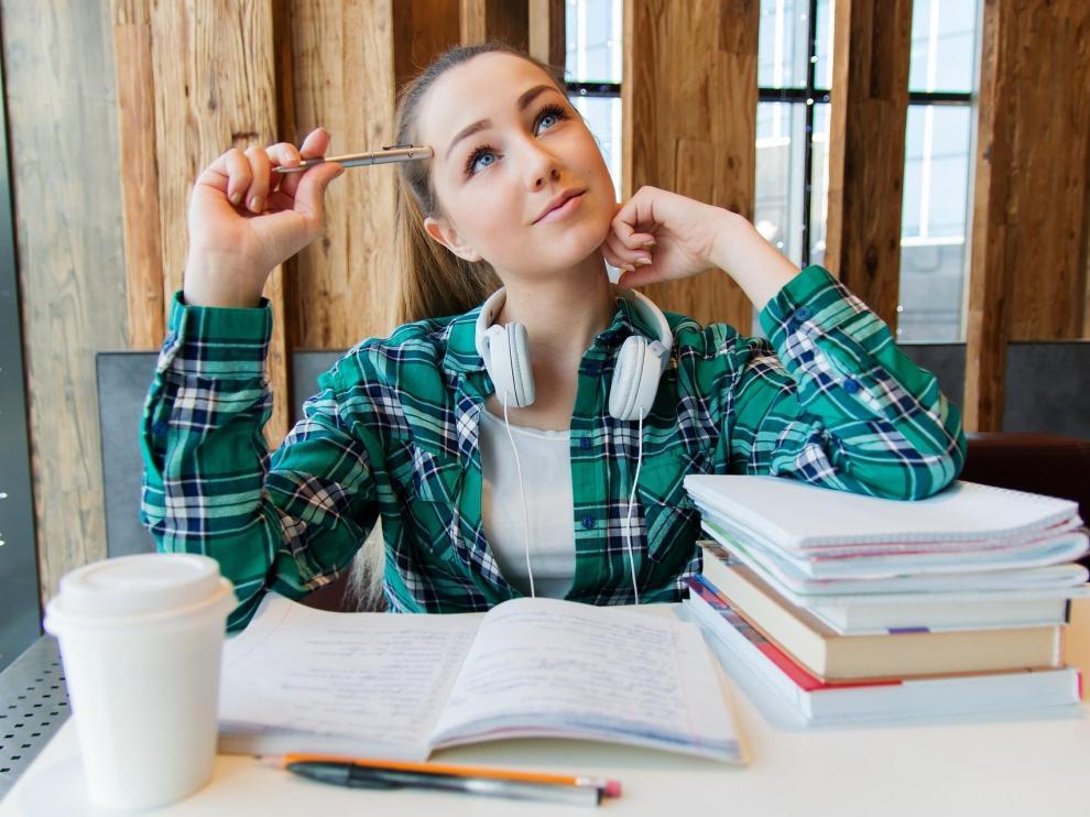 Cada vez son más las personas que se decantan por estudiar un máster universitario.