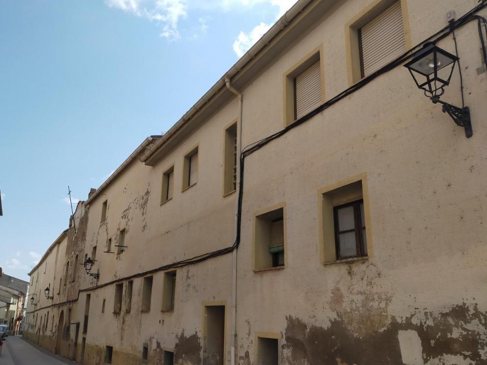 Fachada del convento de Benabarre, adquirido por el Ayuntamiento.