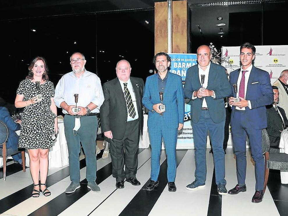 Los socios protectores recibieron su Premio Pajarita durante la cena.
