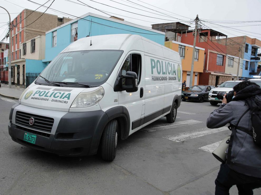 Restos de Abimael Guzmán son trasladados a la morgue para necropsia