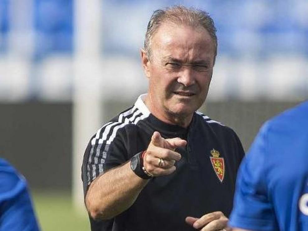 Juan Ignacio Martínez 'Jim', en una de sus indicaciones en el entrenamiento del equipo en La Romareda.