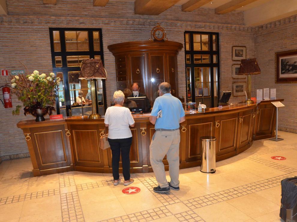 En la recepción del hotel Palafox se ha incrementado la actividad en las últimas semanas.