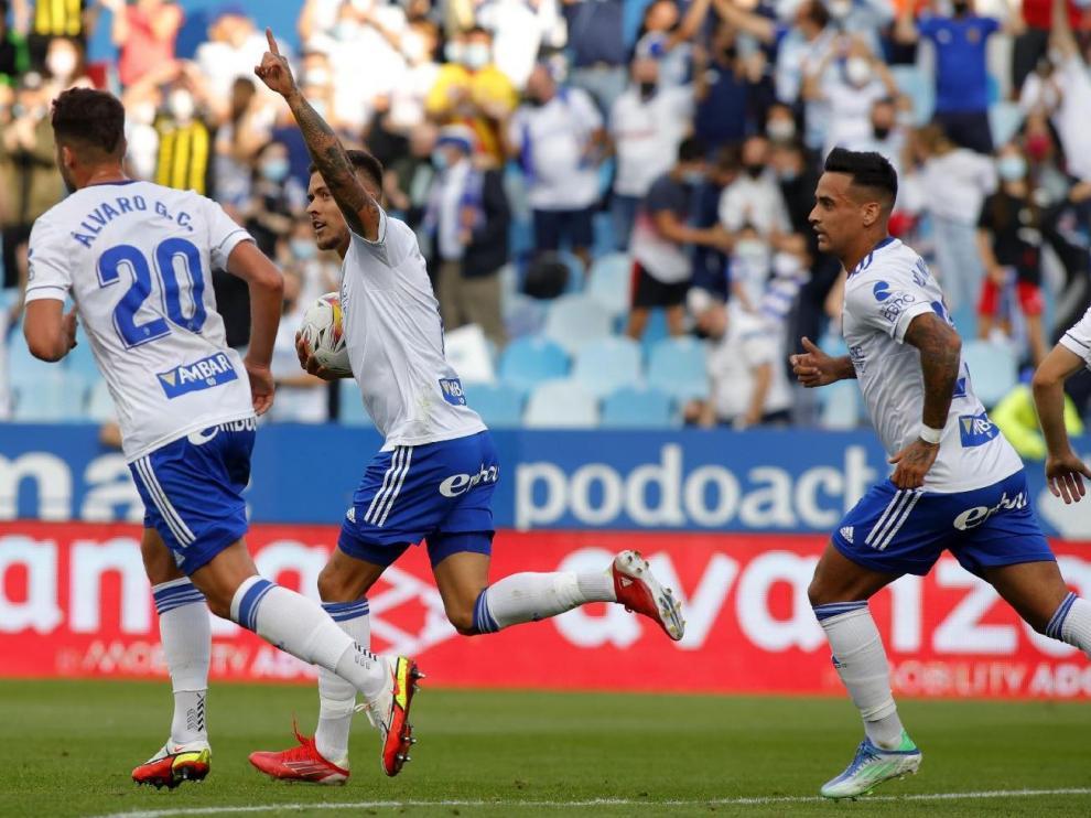 Momento de la celebración del gol del Real Zaragoza a la Real Sociedad B, obra de Narváez.