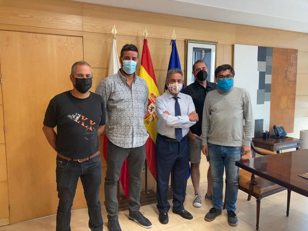 Los jóvenes montisonenses visitaron al presidente de Cantabria el pasado lunes.