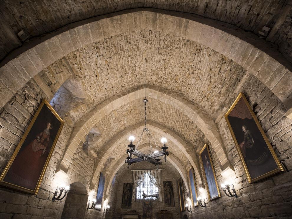 Edificios históricos y de gran interés patrimonial albergan las hospederías de Aragón. En la imagen, claustro del establecimiento hotelero de Roda de Isábena.