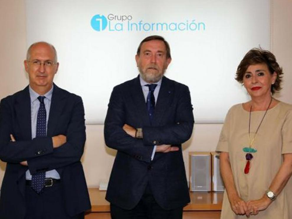 Miguel Ángel Riezu, Luis Colina e Inés Artajo.