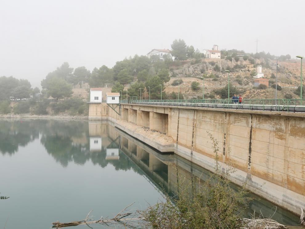 El pantano del Arquillo, lleno a rebosar, como consecuencia del aumento de las precipitaciones.