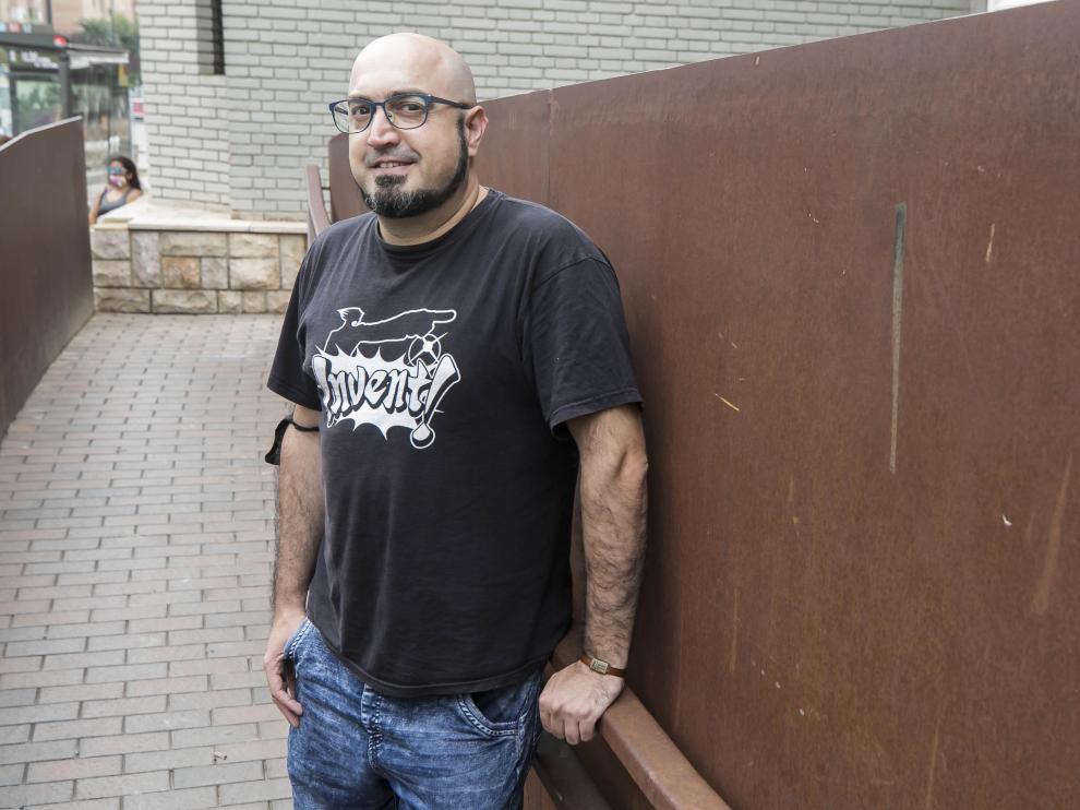 El diseñador de videojuegos Jon Cortázar, en el Centro Cívico Delicias con motivo de la feria RetroZaragoza