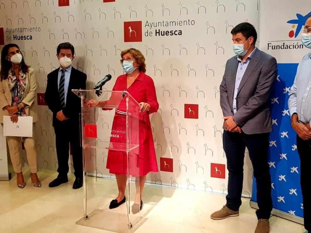 El acto de renovación de 'Huesca más inclusiva' celebrado en el Ayuntamiento.