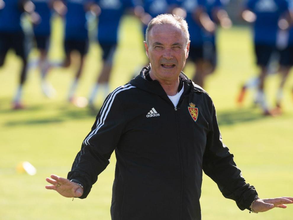 Juan Ignacio Martínez 'Jim', en un gesto de petición de paciencia durante un entrenamiento.