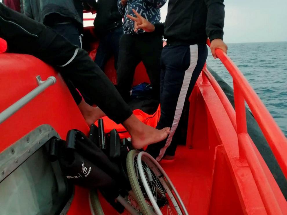 La silla de ruedas, a bordo de la embarcación  'Salvamar Mirfak'.
