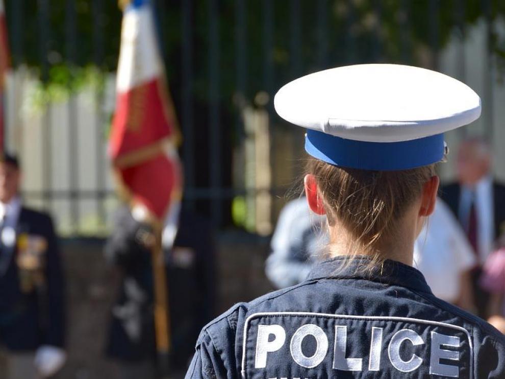 Imagen de archivo de una agente de la policía francesa