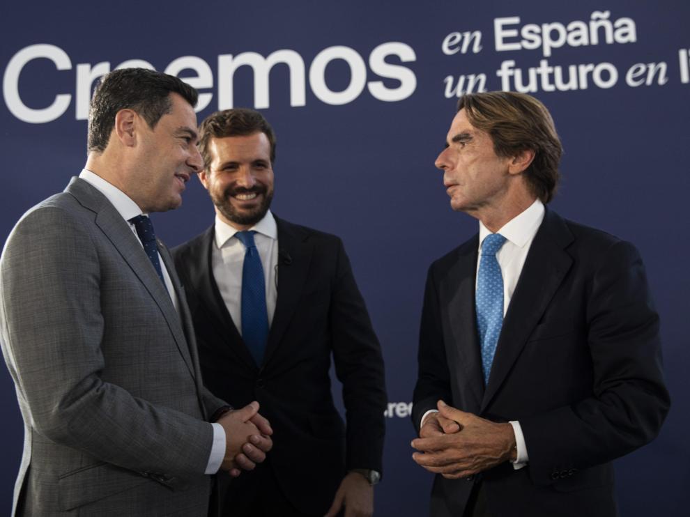 Juanma Moreno, José María Aznar y Pablo Casado, este jueves en la convención del PP.