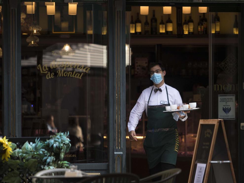 Los empresarios de la hostelería tienen problemas para encontrar camareros y otros profesionales.
