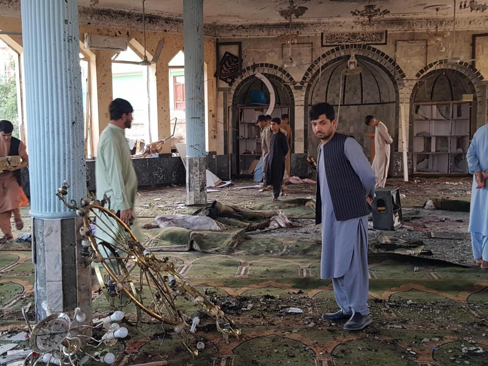 Atentado contra una mezquita chií en Afganistán durante los concurridos rezos