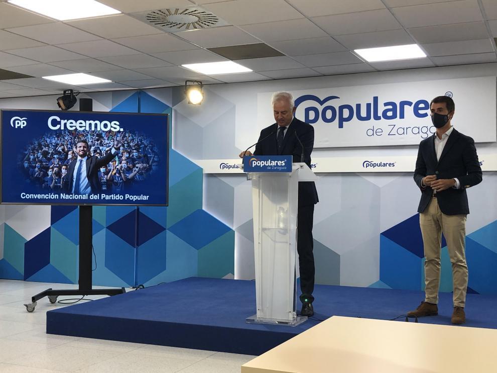 Eloy Suárez y Pedro Navarro, este viernes en la sede del PP en Zaragoza