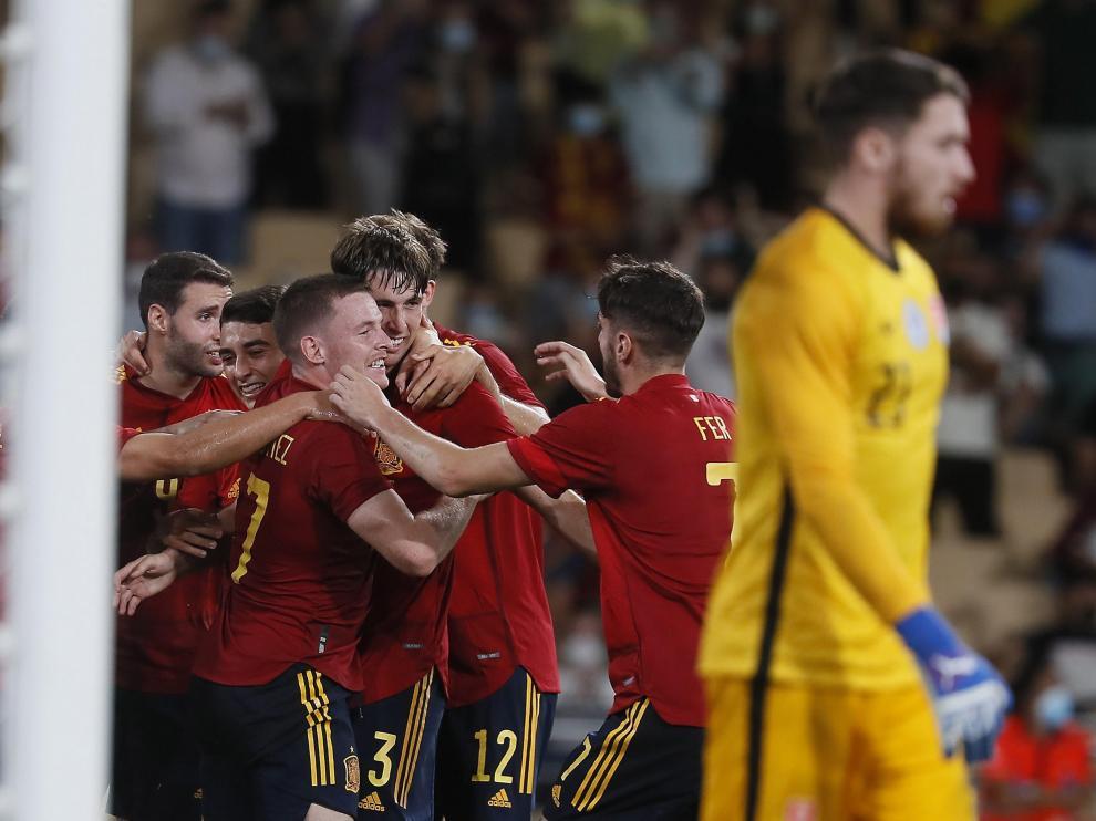 Los jugadores de España celebrando uno de los goles