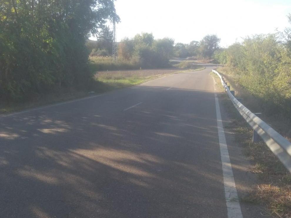 Firme de la carretera A-230 que conecta el núcleo urbano de Caspe con la urbanización de Pescadores