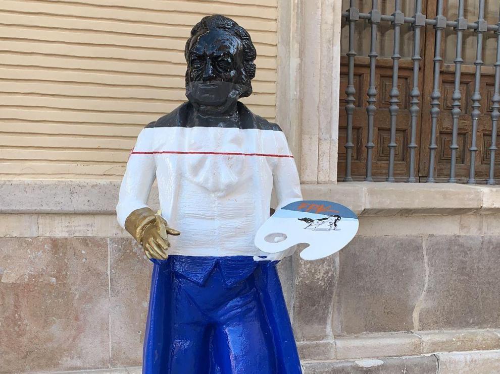 El Ayuntamiento ha vuelto a colocar la escultura en la plaza de La Seo.
