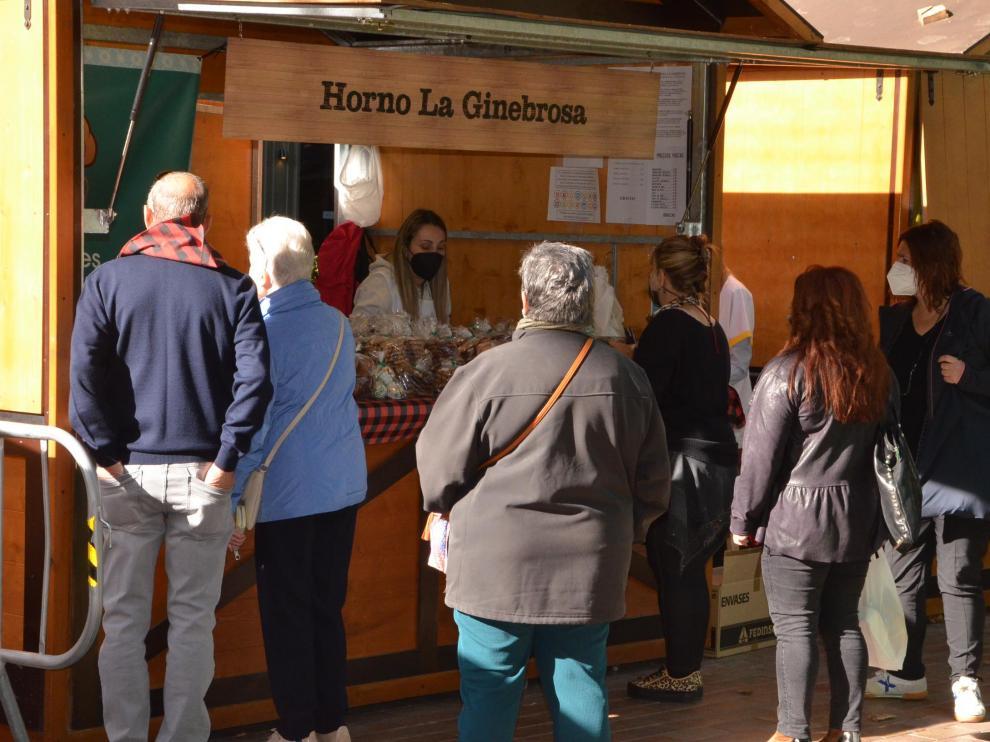 El Horno La Ginebrosa está lleno de gente desde primera hora de la mañana.