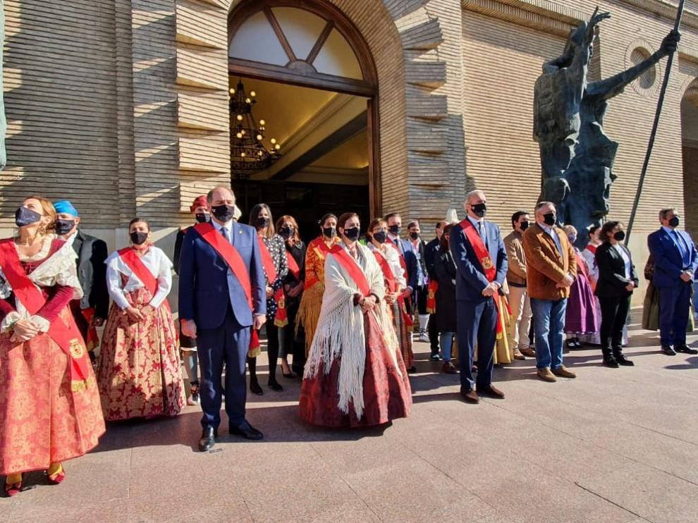 Minuto de silencio ante el Ayuntamiento de Zaragoza