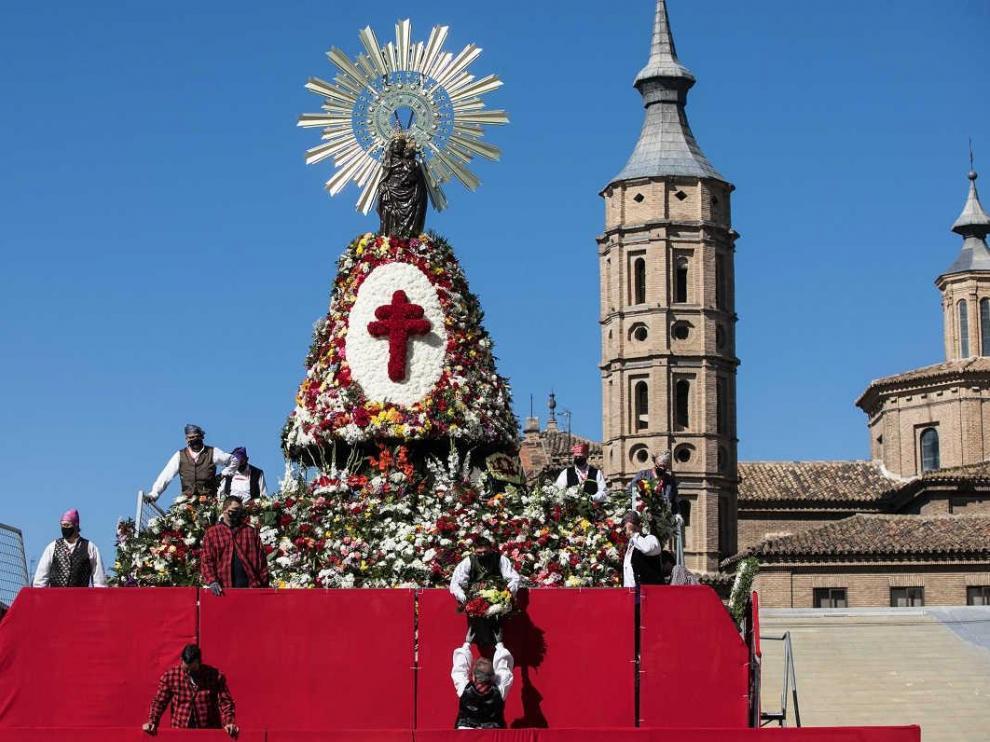 Manto de flores de la Virgen del Pilar en Zaragoza.
