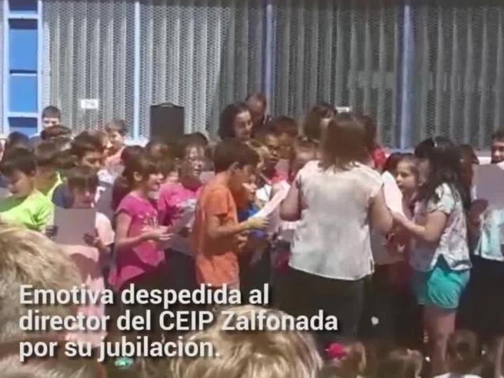 Emotiva despedida al director del CEIP Zalfonada