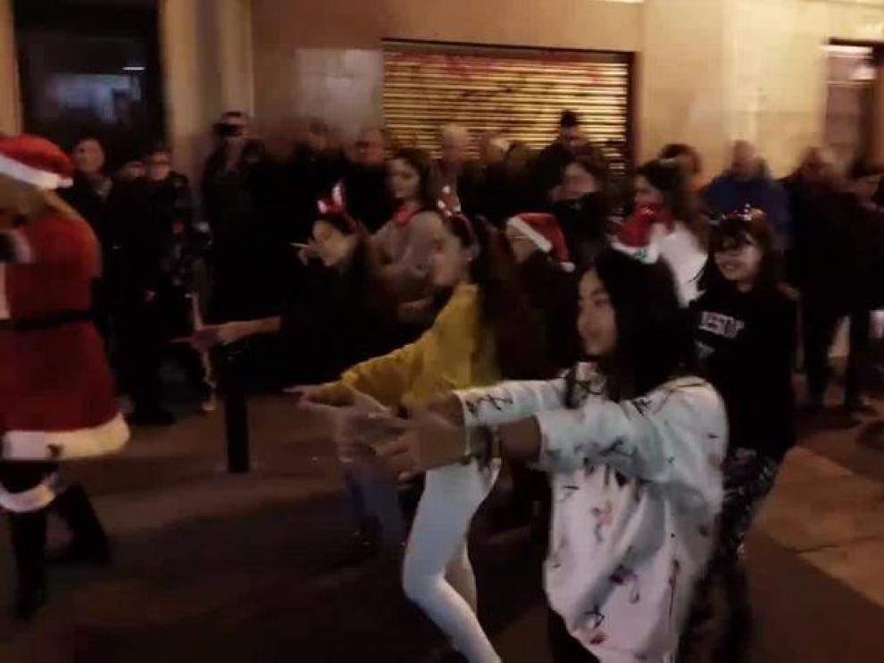 La plataforma Zaragoza Centro anima las calles con un flashmob