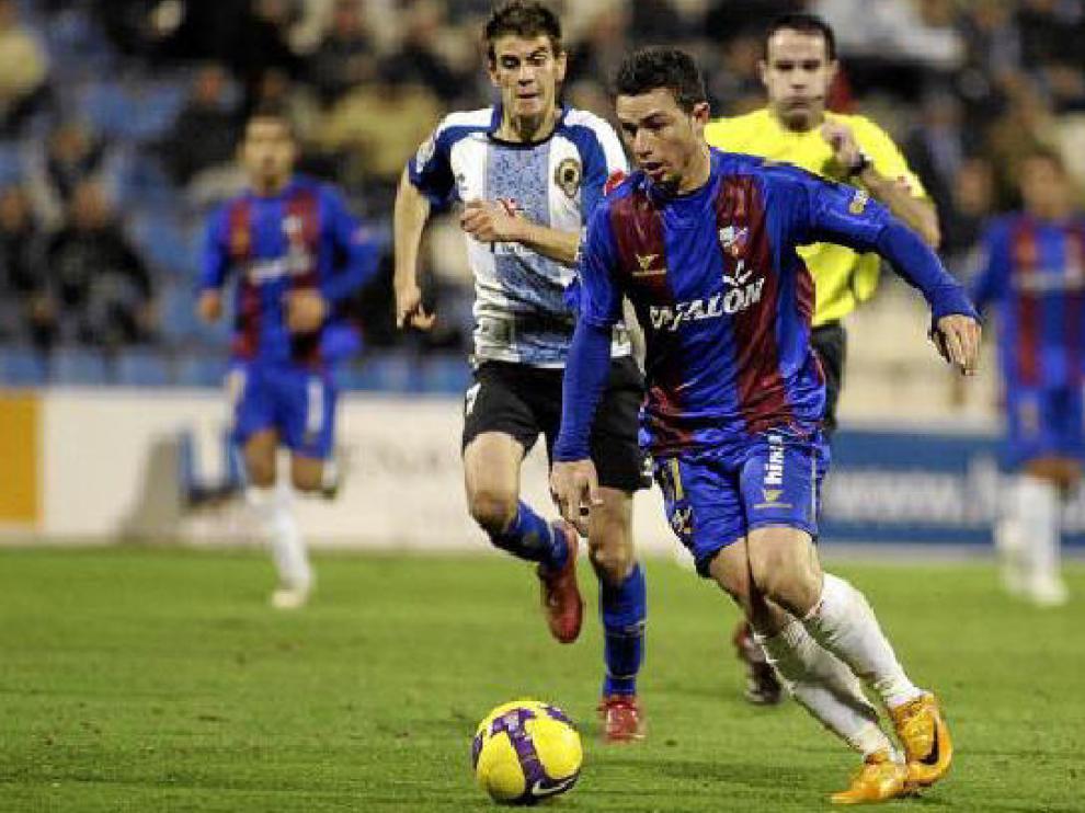 El delantero del Huesca Rubén Castro, durante el partido que enfrentó al Huesca con el Hércules.