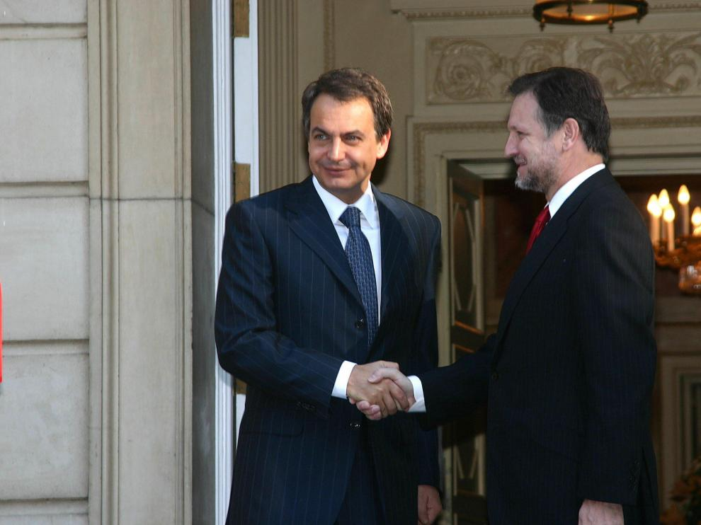 Zapatero saluda a Iglesias en una visita del aragonés a Moncloa