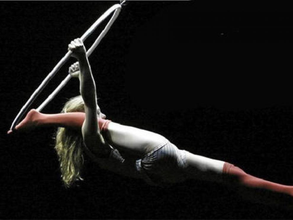 Una de las artistas de la compañía Cirque de Éloize