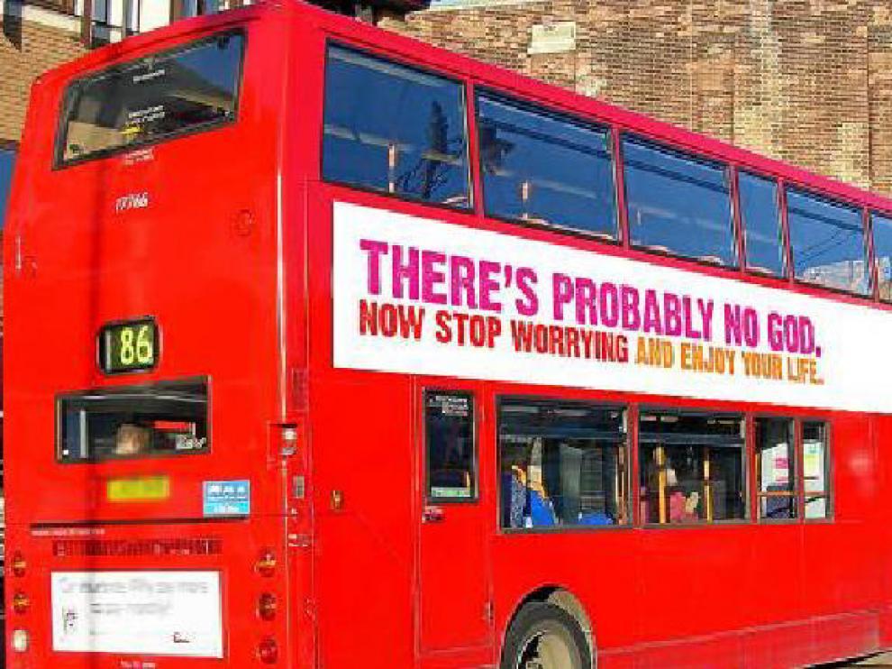 Imagen de uno de los autobuses británicos que exhibieron la misma campaña.