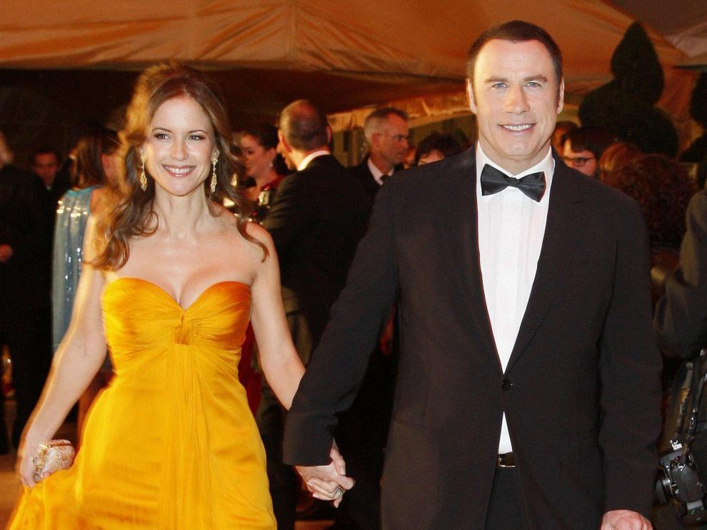 John Travolta junto a su esposa