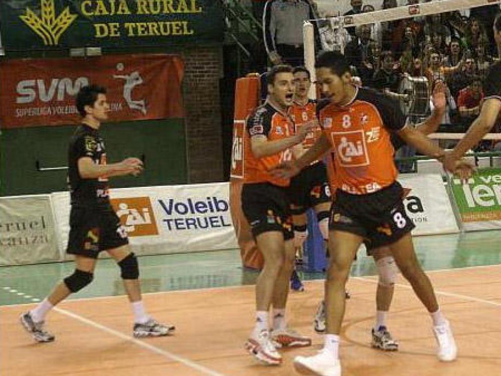 Los jugadores del CAI Teruel celebran un punto en un partido anterior