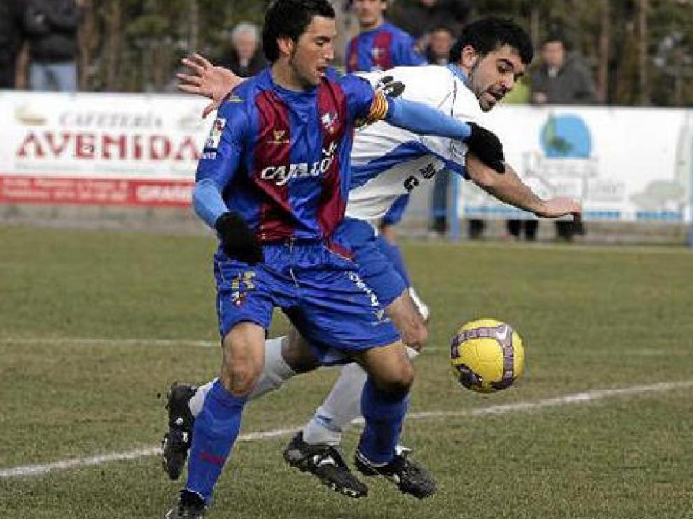 El Huesca se impuso ayer al Grañén en un partido amistoso que fue dirigido por el ex colegiado aragonés Bueno Grimal