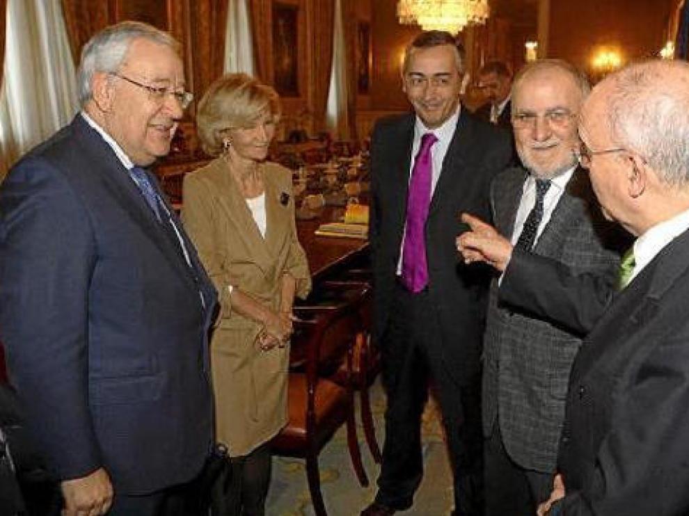 En la imagen, Biel, Salgado, Ocaña, Morlán y Larraz antes de iniciarse la comisión bilateral