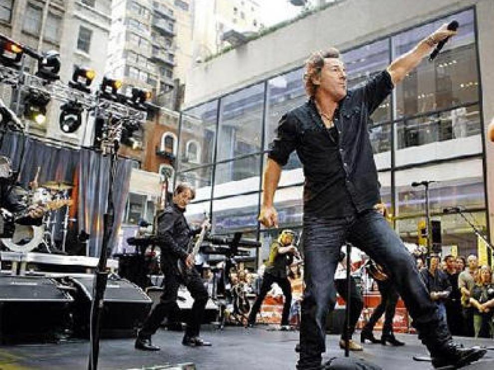 Springsteen y la E Street Band, durante una actuación callejera en Nueva York, en septiembre de 2007