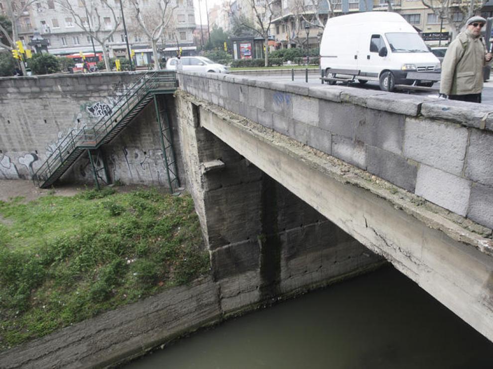 nEl bulevar de Gran Vía y Constitución y parte de la calzada se urbanizaron gracias al cubrimiento del Huerva en 1924.