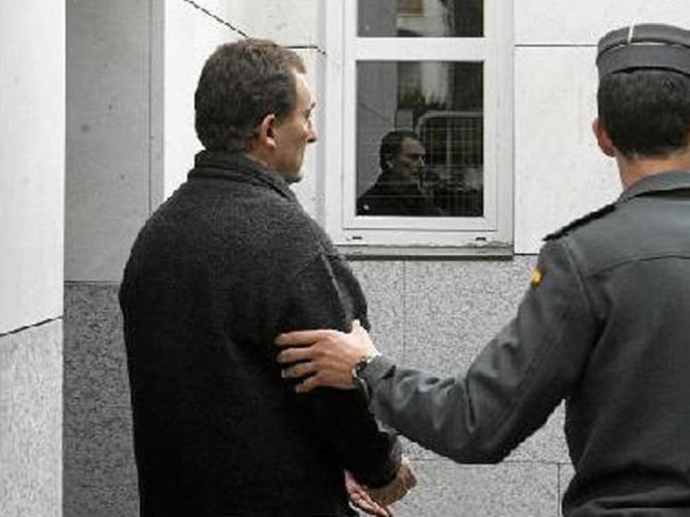 El presunto asesino, Santiago Mainar, cuando salía el pasado jueves de los juzgados de Jaca.