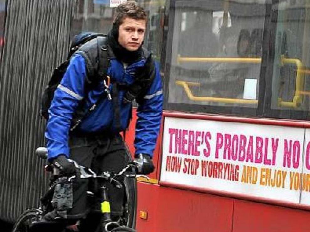 """Los autobuses de Londres exhiben la campaña: """"Probablemente Dios no existe. Deja de preocuparte y disfruta de tu vida""""."""