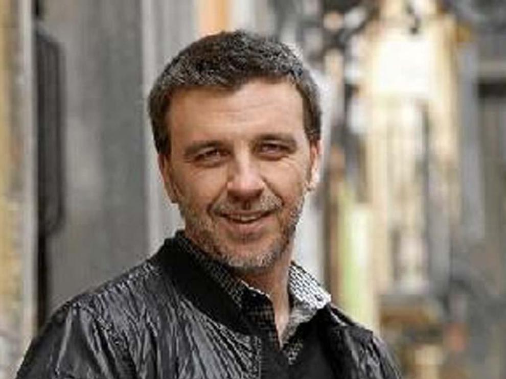 Armando del Río debuta hoy como presentador en Aragón TV.