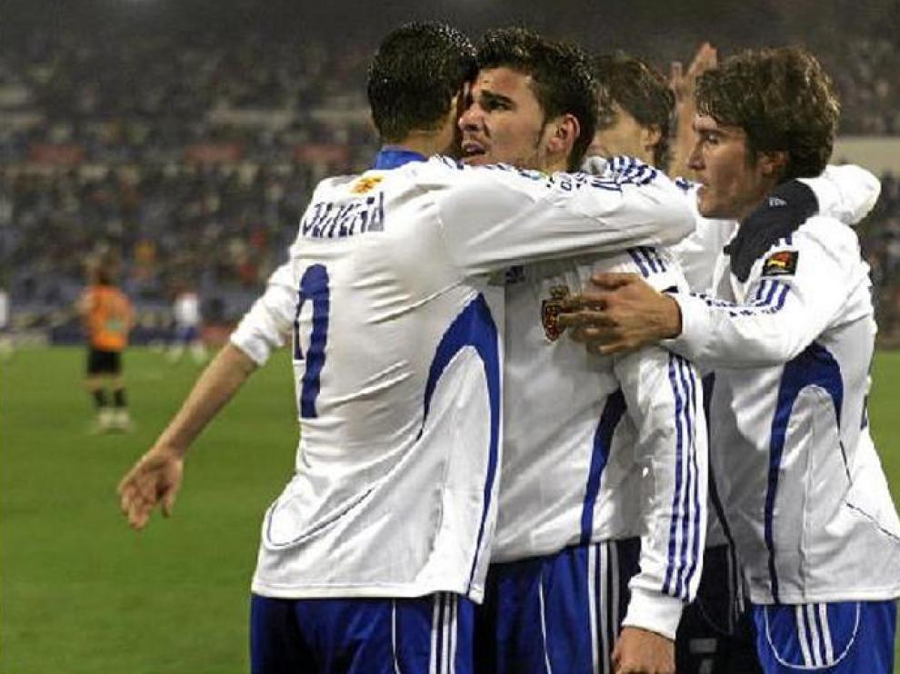 Los jugadores del Real Zaragoza celebran el gol de la victoria ante el Salamanca logrado por Braulio.