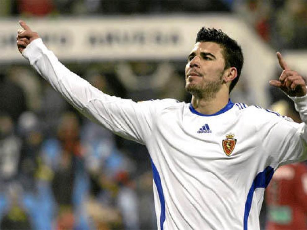 Braulio celebra su primer gol en la Romareda