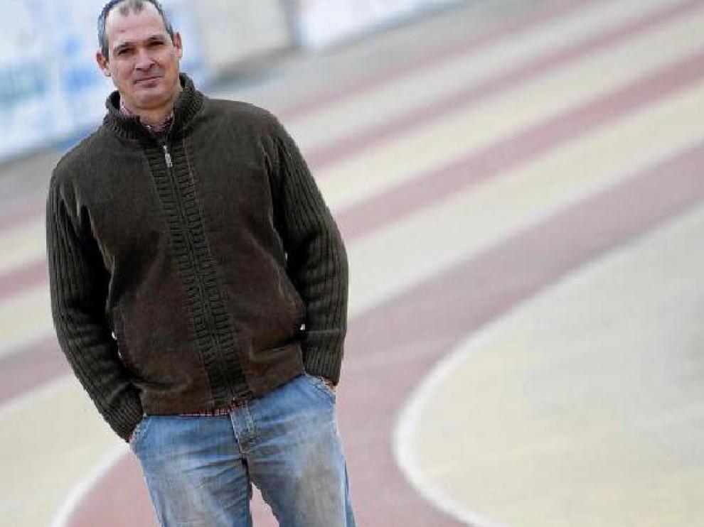 Javier Benet, ayer, en las pistas de la Ciudad Universitaria, donde se formó como atleta