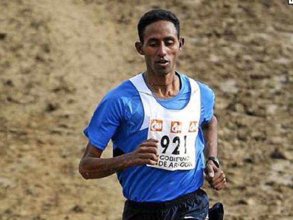 El eritreo Sium Kuflom no dio opción a sus rivales: salió como un tiro y ganó