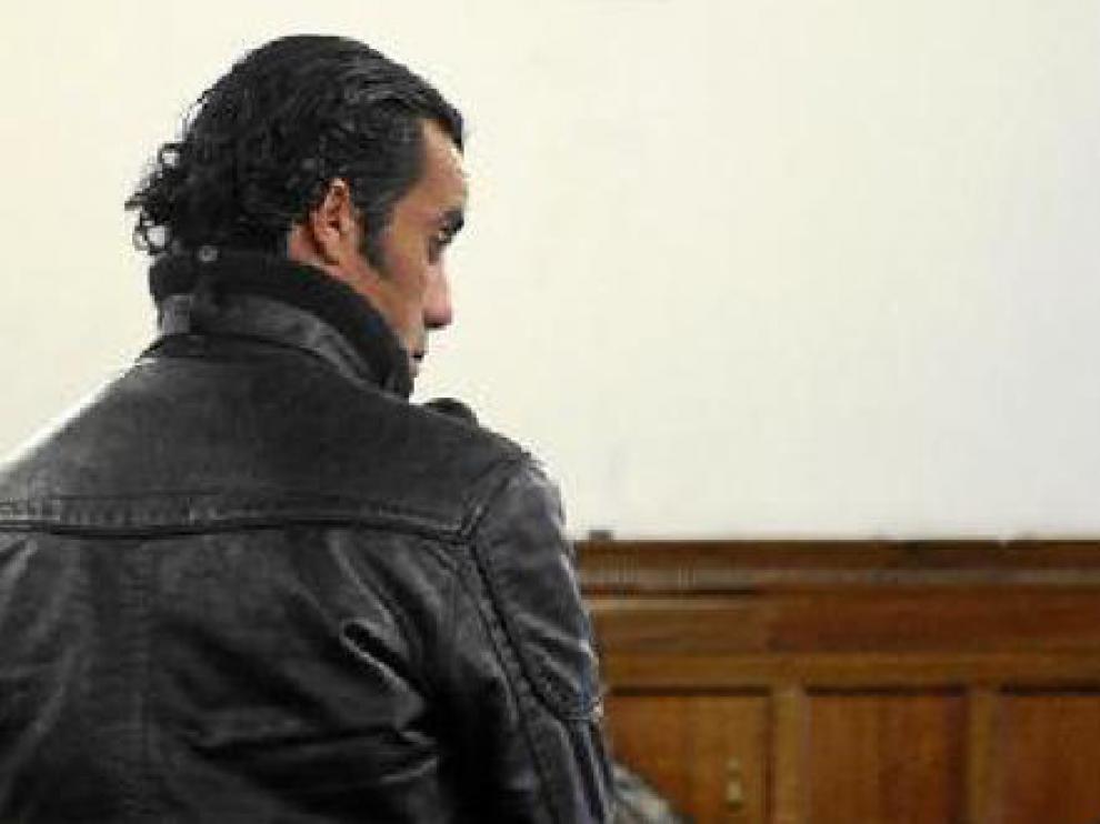 El acusado, ayer, en la sala del juicio en la Audiencia.