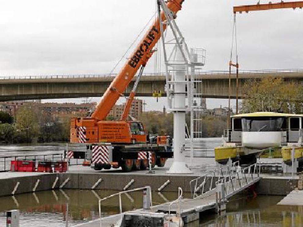 El catamarán abandonó a principios de diciembre el puerto de Vadorrey, momento que se ve en la imagen.