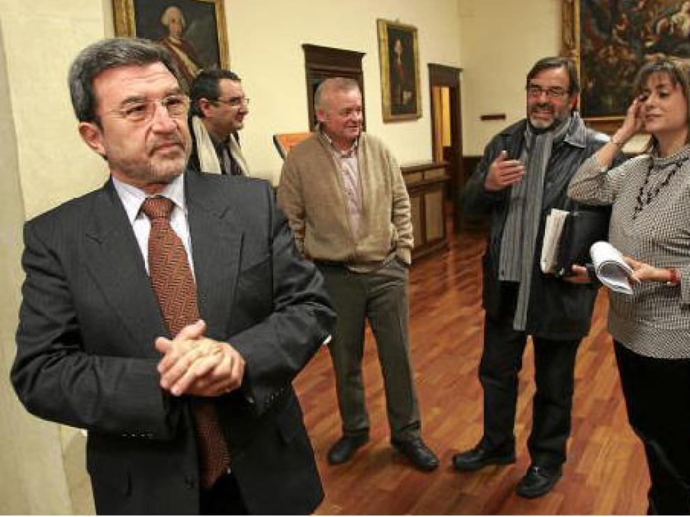 Ferrer, en primer término, con Simón, Martín y Buj -de izquierda a derecha-, portavoces de PSOE, CHA y PP.